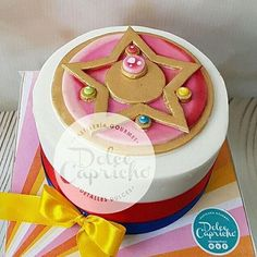 . A beautiful Sailor Moon cake made by @dolcecaprichomx ✨                                                                                                                                                                                 Más