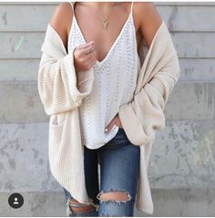 Summer outfit fresh distressed high waisted jeans white loose v neck tank top beige sweater Casual Outfits, Cute Outfits, Fashion Outfits, Fashion Trends, Fashion 2017, Looks Style, My Style, Looks Jeans, Mode Inspiration