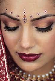 Maquiagem indiana.