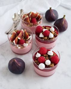 """Søgeresultater for """"mousse"""" Trifle Desserts, Dessert Recipes, Food N, Food And Drink, Raspberry Mousse, Afternoon Tea, Tapas, Sweet Tooth, Sweet Treats"""
