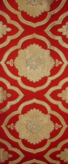 One of the most beautiful and versatile silk art forms for decorating is the Japanese obi, the traditional belt wrapped around the waist to close a kimono.