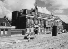 Ziekenhuis Bethesda aan de Oostmaaslaan (1960) Rotterdam, Louvre, Street View, Building, Travel, Viajes, Buildings, Trips, Construction