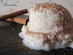 Helado de almendra o Gelat d'Ametlla (Mallorca). Es un postre muy rico y refrescante, sin gluten y sin huevo, con una textura más parecida a la de un sorbete que a la de un helado propiamente dicho. Se puede degustar sólo o como acompañamiento de otro de los dulces típicos mallorquines: el Gató.