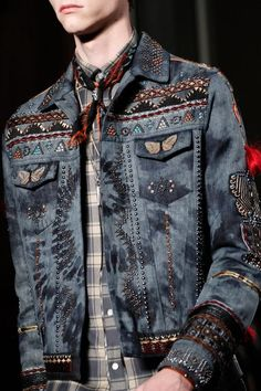 O Jeans do Inverno 2017   Confira as principais tendência em denim em 70 fotos: pacth, aplicações, detalhes