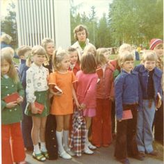 """underagedgroupie: """" """" Grade School, 1975 """" these 8 year olds have better style than i do """" 1970s Childhood, My Childhood Memories, 70s Fashion, Trendy Fashion, Vintage Fashion, Nostalgia, Look Retro, 80s Kids, Thats The Way"""