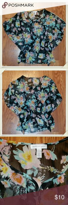 Junior's Adorable Floral Blouse In excellent condition!!   *The background of the shirt is black!! Ambiance Apparel Tops Blouses