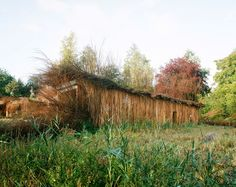 Huts by Patrick Bouchain and Alexandre Gauthier near Montreuil, France. Photographs by Cyrille Weiner. Natural Building, Green Building, European Garden, House Built, Landscape Architecture, Architecture Design, Amazing Gardens, Exterior Design, Photos