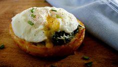 Patata asada con huevo y espinacas: http://patata-asada-con-huevo-y-espinacas.recetascomidas.com/