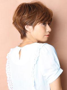 「大人可愛い耳かけショート」 ショートのヘアスタイル。可愛く扱いやすく!スタイリングの簡単なショートです!