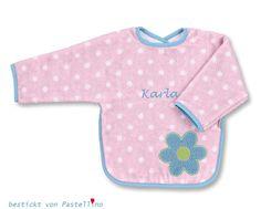 Ein schönes und praktisches Babygeschenk direkt zur Geburt oder zum ersten Geburtstag ist ein Ärmellätzchen mit Applikation Blume. Bestickt wird das Lätzchen mit Ihrem Wunschnamen. Falls gewünscht wird, kann auch das Datum gegen Aufpreis von 3.00 Euro eingestickt werden. http://de.dawanda.com/product/104862967-aermellaetzchen-katharina-mit-namen-bestickt