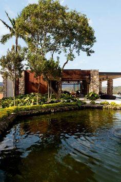 Casa de Fazenda em Caucaia do Alto, distrito deCotia, na Grande São Paulo   arquitetura de Daniele Skubs e interiores por Fabio Galeazzo