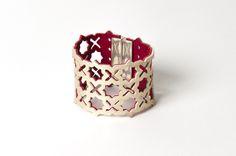 """Bracelet manchette """"oriental"""" réversible en cuir souple ajouré. """"Design raffiné et exclusif Dana Esteline"""" créé par Joyce Benoist"""