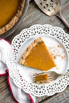 Vegan and gluten free Pumpkin Pie with Pecan Oat Crust from 3 Course Vegan and Gluten Free Holiday Menu – Step by step! via OhSheGlows.com