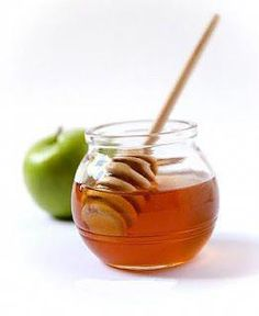 This is a Homemade DIY Remedy: Nourishing & Protecting Apple & Honey Homemade Face Mask. Rich in Vitamins A, B, and C. Great if you want Clear Skin. Acne Remedies, Natural Remedies, Honey Face Mask, Honey Facial, Honey Masks, Clear Skin Tips, Best Natural Skin Care, Natural Beauty, Moisturizer For Dry Skin