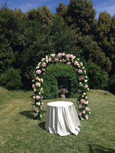 Simple arch ceremony