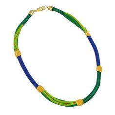 Colar de cordas coloridas