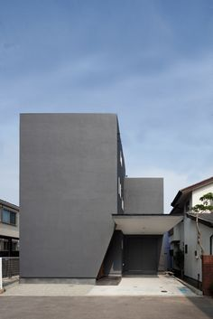 / This monolith-looking is located in Kanagawa, Japan, and designed by LEVEL Architects. If you love you will love taking a tour of the inside on. Japanese Architecture, Architecture Office, Residential Architecture, Contemporary Architecture, Concrete Posts, Minimalist Furniture, Modern Buildings, Architect Design, Future House