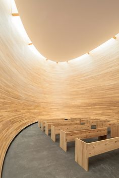 Completed in 2012 in Helsinki, Finland. Images by Tuomas Uusheimo . The Kamppi Chapel is located on the south side of the busy Narinkka square in central Helsinki. It offers a place to quiet down and compose oneself. Sacred Architecture, Religious Architecture, Church Architecture, Amazing Architecture, Interior Architecture, Architecture Program, Modern Church, Chapelle, Kirchen