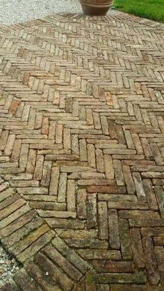 Pavimento-con-mattoni-antichi-in-cotto-recuperato-con-mattoni-antichi-epoca-da-recupero-materiali-18.jpeg (900×1600)