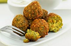 The kitchen (The Home of Delicious Arabic Food Recipes) invites you to try Falafels recipe. Enjoy the good taste of Arabic Food and learn how to make Falafels. Serves 12 15 mins to prepare . Plats Healthy, Healthy Protein, Lebanese Recipes, Vegetarian Recipes, Cooking Recipes, Healthy Recipes, Delicious Healthy Food, Kitchen Recipes, Falafels