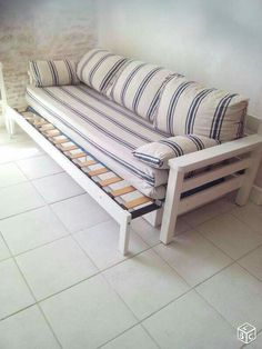 70 Trendy Diy Furniture Wood Beds With Storage Folding Furniture, Diy Furniture Couch, Refurbished Furniture, Pallet Furniture, Furniture Projects, Furniture Makeover, Furniture Design, Sofa Bed Wood, Wood Beds