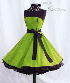 Süßes 50er Jahre Kleid mit schwarzem Bindegürtel    Handmade in Germany!!!!    Material: 100 % Baumwolle  Das Kleid besteht aus einem grünen BW-Stoff