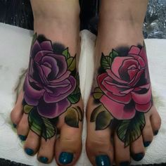 Neo-traditional roses on feet. Tattoos For Women Flowers, Foot Tattoos For Women, Small Flower Tattoos, Floral Tattoos, Anklet Tattoos, Forearm Tattoos, Body Art Tattoos, Female Tattoos, Tattoo Art