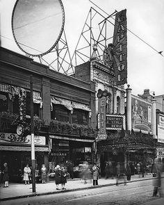 Photograph The Capitol Theatre, Ste., Montreal, QC, about 1925 Anonyme - Anonymous About century Silver salts on glass - Gelatin dry plate process 20 x 25 cm Purchase from Mr. Old Montreal, Montreal Ville, Montreal Quebec, Quebec City, Old Pictures, Old Photos, Street Photography, Travel Photography, Rue Sainte Catherine