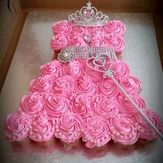 Easy DIY princess 'cake' by taking cupcakes & arranging them this way. Then get a few accessories from the dollar store. Use all white cupcakes for a bridal shower.