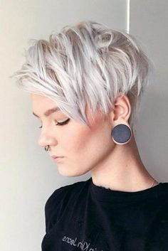 """How to style the Pixie cut? Despite what we think of short cuts , it is possible to play with his hair and to style his Pixie cut as he pleases. For a hairstyle with a """"so chic"""" and pointed… Continue Reading → Pixie Haircut Styles, Pixie Haircut For Thick Hair, Haircut Styles For Women, Short Pixie Haircuts, Short Hairstyles For Women, Hair Styles, Hairstyles Haircuts, Bob Short, Messy Pixie"""