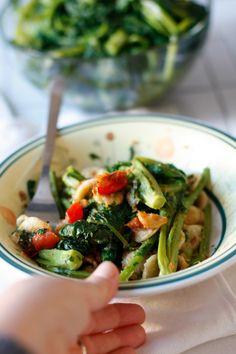 Orecchiette integrali e cime di rapa con pangrattato piccante e pomodorini
