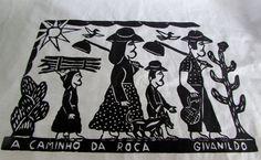 """""""A caminho da roça"""". Clássico da cultura popular nordestina, traz a visão do artista Givanildo Francisco da Silva de uma família de retirantes. Temos peças impressas em preto sobre fundo café com leite, linho cru e branco."""