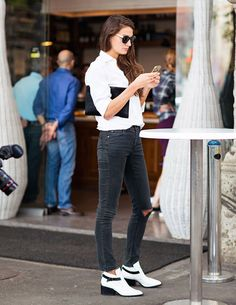 destroyed-jeans-street-style-white-shirt-boots
