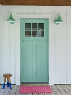 Front Door Paint Colors - Want a quick makeover? Paint your front door a different color. Here a pretty front door color ideas to improve your home's curb appeal and add more style! Unique Front Doors, Best Front Doors, Green Front Doors, Beautiful Front Doors, The Doors, Entry Doors, Front Entry, Entrance, Entryway