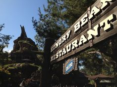 Looking for a quiet and less busy place to eat? Try the Hungry Bear Restaurant in Critter Country.The restaurant gets less foot traffic since it is tucked into the corner of the park. Disney Planning, Disney Tips, Disney Magic, Disney Parks, Disney Land, Disney 2017, Disney Secrets, Disney Disney, Disney Dream