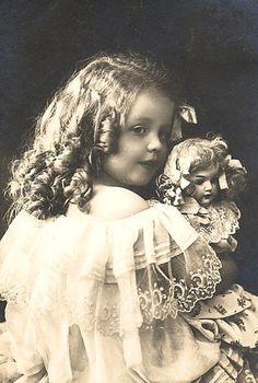 MY DOLLY & ME~Девочки с куклами. Фото давно минувших дней.