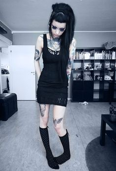 goth girl murderotic.I am also cutting my hair exaactly like this.