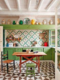 23 Green Kitchen Cabinets Ideas For Your Kitchen Interior - Beste Dekor Ideen Bohemian Kitchen, Eclectic Kitchen, Kitchen Interior, Moroccan Kitchen, Green Kitchen, Kitchen Colors, Kitchen Ideas, Kitchen Layout, Funky Kitchen