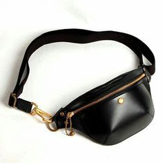 For many women, buying an authentic designer bag is just not something to dash into. Since these bags can certainly be so high priced, most women in some cases worry over their choices before making an actual ladies handbag purchase. Leather Fanny Pack, Leather Belt Bag, Leather Purses, Waist Purse, Sacs Design, Hip Bag, Small Leather Goods, Cute Bags, Medium Bags