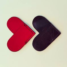 Black or red leather corner bookmark?  Perfect gift for Father's day  #becvoy #fathersday #2016 #fathersdaygift #bookmark #heart #shape #leatherbookmark #cornerbookmarks #handmadeinnewyork #handcrafted #leathergoods #handsewn #handcutleather #leatherwork #accessories #smallleathergoods #革 #book #design #redorblack #brooklyn #nyc by becvoy #tailrs