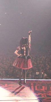 【GIF画像】ダンスがめちゃくちゃ上手いYUIMETALは踊りが上手なフレンズなんだね!たーのしー! : BABYMETALまとめもりー