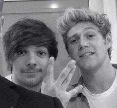 Niall and Louis backstage today at Britian's Got Talent! - 5.31 (by: @KRF1D)