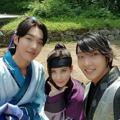 """Scarlet Heart: Ryeo"" Seohyun, fun times with Lee Joon-gi and Nam Joo-hyuk @ HanCinema :: The Korean Movie and Drama Database Lee Joon, Joon Gi, Asian Actors, Korean Actors, Korean Dramas, Korean Idols, South Korean Girls, Korean Girl Groups, Moon Lovers Drama"