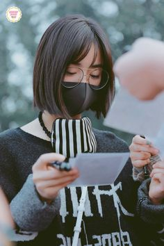 More airport photos 2/3#沈月 #심월 #ShenYue pic.twitter.com/6ECn2xlE6B Meteor Garden Cast, Meteor Garden 2018, F4 Boys Over Flowers, New Year Concert, Shan Cai, A Love So Beautiful, Mask Girl, Ulzzang Korean Girl, Drame