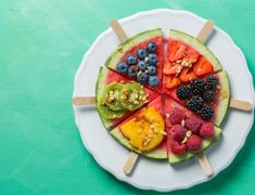 Watermelon pizza - slices with berries and fruits, granola. Dog Treat Recipes, Dog Food Recipes, Chicken Recipes, Healthy Recipes On A Budget, Healthy Crockpot Recipes, Watermelon Pizza, Sweet Potatoes For Dogs, Natural Dog Food, Best Homemade Dog Food