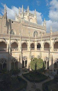 Toledo,monasterio de San Juan de los Reyes !! Monastère à Tolède, Espagne  Espanha Viagem  Zougang zum Site fir Informatiounen  http://storelatina.com/espana/travelling #Испания #espay #ስፔይን #Espainiako