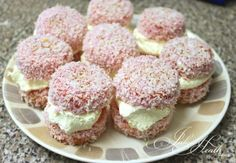 Australian Jelly Cakes with Cream. The best! Dip cupcakes into unset Strawberry jelly then roll in coconut and fill with cream Sweets Recipes, Just Desserts, Baking Recipes, Cake Recipes, Yummy Recipes, No Bake Treats, Yummy Treats, Sweet Treats, Yummy Food