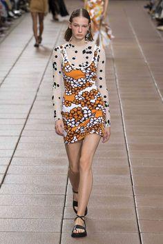 Phillip Lim Spring 2019 Ready-to-Wear Fashion Show Collection: See the complete Phillip Lim Spring 2019 Ready-to-Wear collection. Look 37 Catwalk Fashion, Vogue Fashion, I Love Fashion, Fashion Week, Spring Fashion, Fashion Outfits, Fashion Design, Vogue Paris, Costume