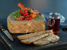 Paté med ribbe og tørket sopp Banana Bread, French Toast, Breakfast, Desserts, Food, Morning Coffee, Tailgate Desserts, Deserts, Meals