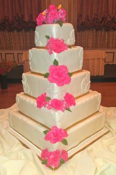 kiss baking company in Trinidad.... Wedding cake design ...